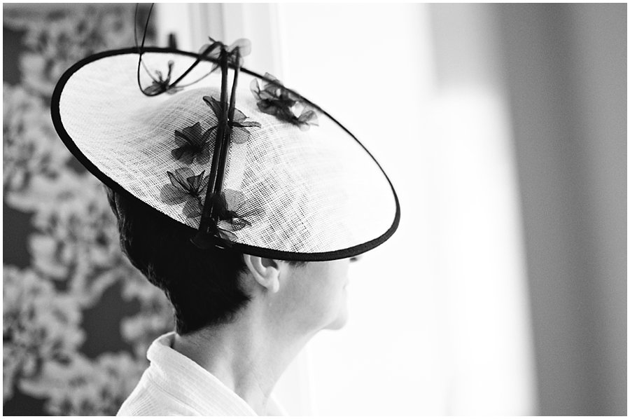 Bride's mother wear a hat