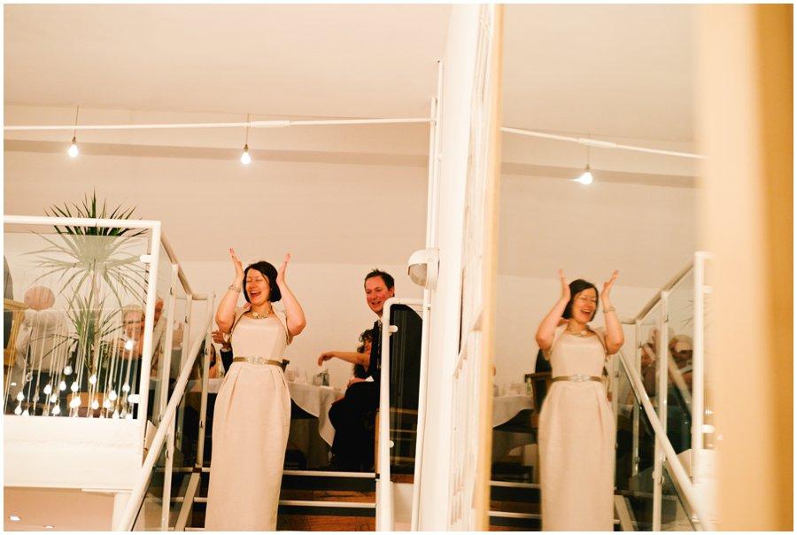 bride clappung